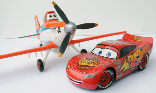 Disney Store Exclusive Dusty Crophopper with Mattel 1/24 Lightning McQueen