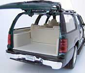 Welly 2001 Chevrolet Suburban Tailgate Open